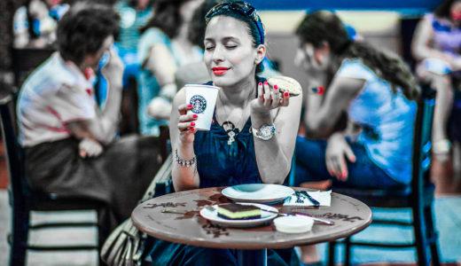 夏にホットコーヒーを飲む人はお金持ちが多いって本当?