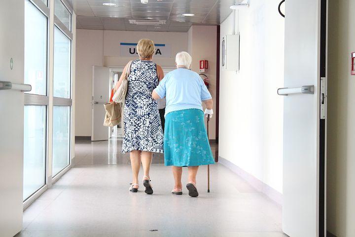 【介護関係必読】要介護1級と要介護2級の生活援助サービスを介護保険制度から外す